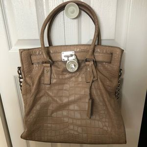 Micheal KORS beige/tan purse